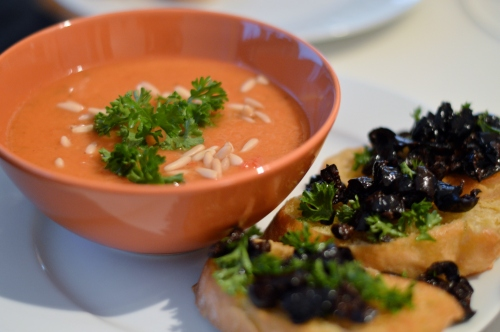 Gazpacho mit Bruschetta aus Vegan for Youth